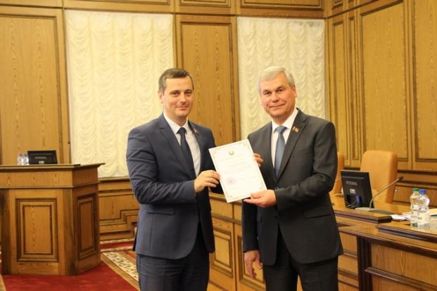 Вручение благодарности  председателем Палаты представителей Национального собрания Республики Беларусь Андрейченко В.П.